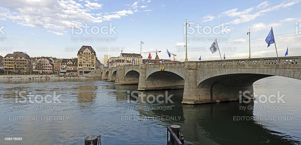 Mid Bruecke (Brücke) erreichen, Basel. – Foto
