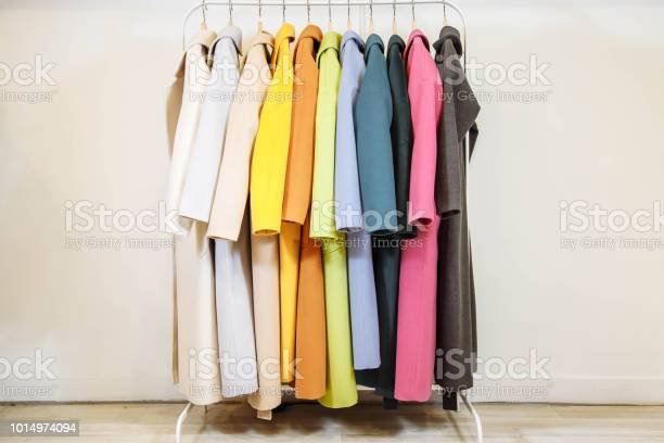Mix color row of female coats on hangers picture id1014974094?b=1&k=6&m=1014974094&s=612x612&h=3unlnscmsnuinuymukzfh8hfjxcvvepedybmxz169ii=