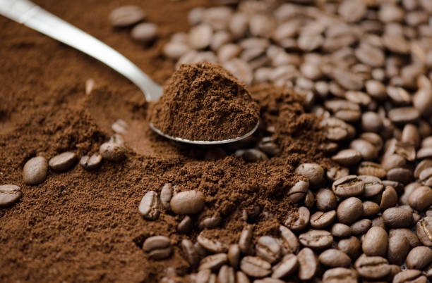mix kinds of coffee, ground coffee beans and roasted - café solúvel imagens e fotografias de stock