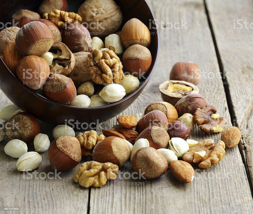 Mezcla de frutos secos (almendras, avellanas, nueces) - Foto de stock de Nuez libre de derechos