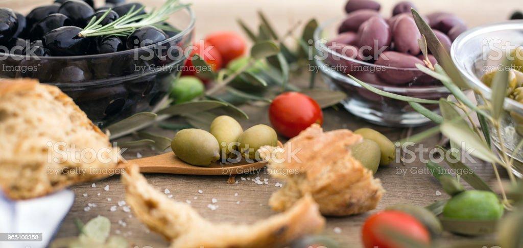 Mélange d'olives entières grecs assortis - Photo de Agriculture libre de droits