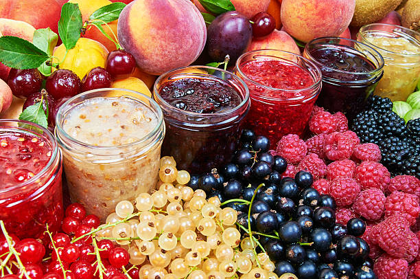 mix von marmelade und trockenfrüchte - ribiselmarmelade stock-fotos und bilder