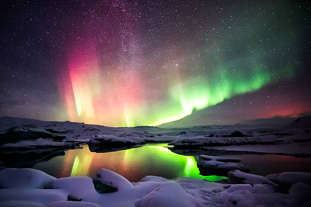 Mixed aurora dancing over the Jokulsarlon lagoon, Iceland A beautiful green and red aurora dancing over the Jokulsarlon lagoon, Iceland jokulsarlon stock pictures, royalty-free photos & images