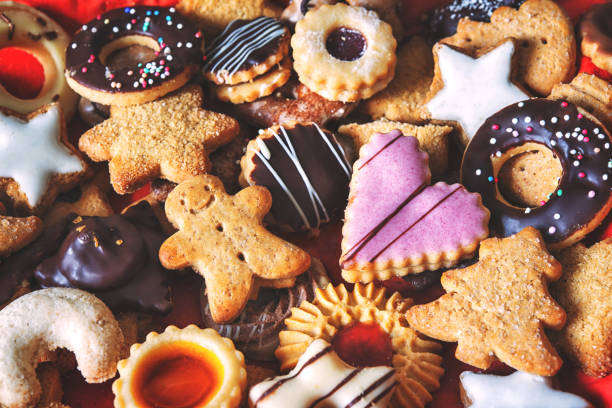 mixed christmas cookies - christmas cookies stock pictures, royalty-free photos & images