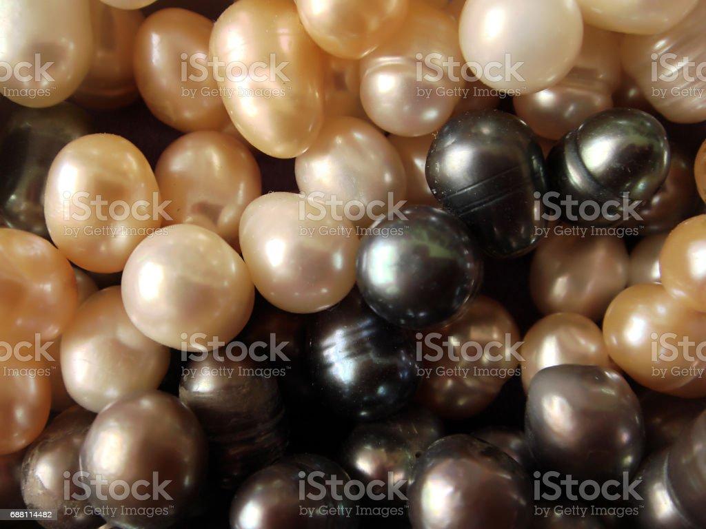 Fondo de collares de perlas de colores mixtos - foto de stock