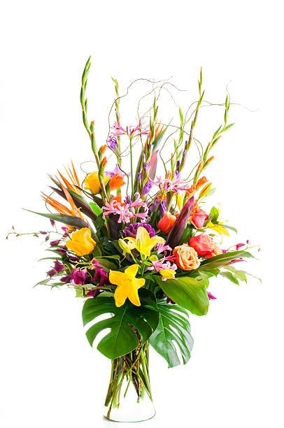 mixed flower arrangement in clear vase - bloemstuk stockfoto's en -beelden