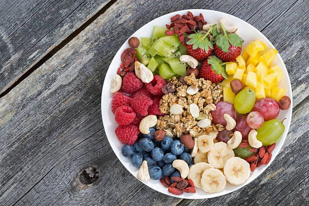Ingredientes para un desayuno saludable en un plato - foto de stock