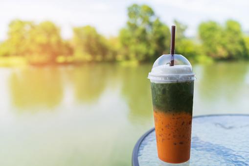 Mixed Matcha Green Tea Ice And Chathai Tea Ice - zdjęcia stockowe i więcej obrazów Bez ludzi