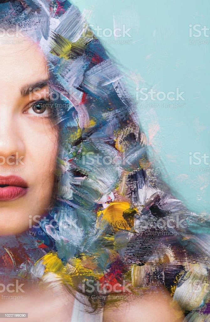 Técnica mixta de pintura abstracta y un retrato de una mujer - foto de stock