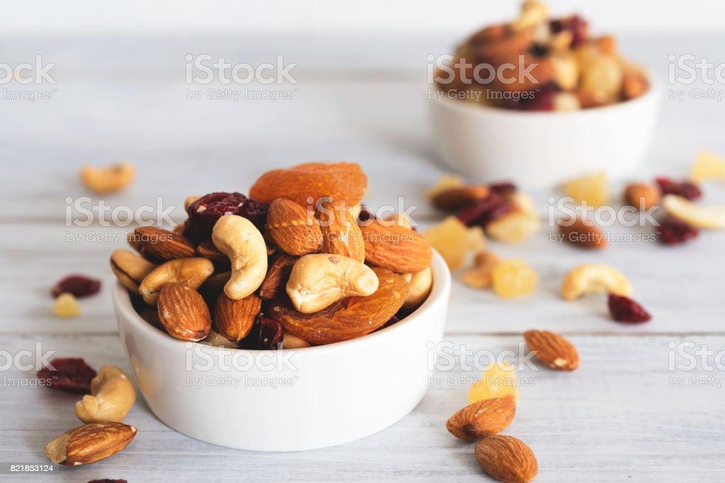 mixed nuts and dried fruit - Zbiór zdjęć royalty-free (Bez ludzi)