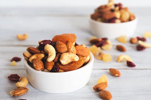 Mixed Nuts And Dried Fruit - zdjęcia stockowe i więcej obrazów Bez ludzi