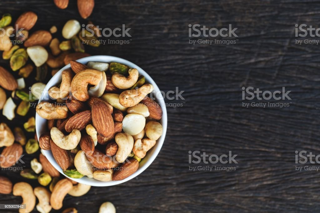 mixed nuts in bowl foto stock royalty-free