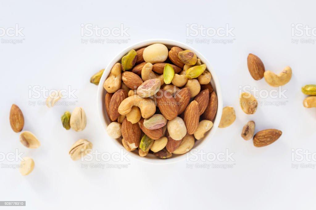 Mezcla de frutos secos en bowl - foto de stock