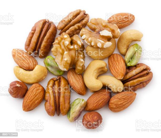 Walnuts, pecans,almonds, hazelnuts ans pistachios isolated on white background