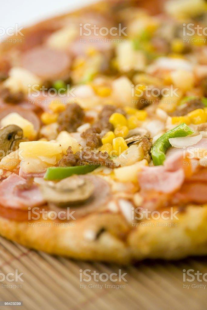 Gemischte Pizza engen Schärfentiefe Lizenzfreies stock-foto