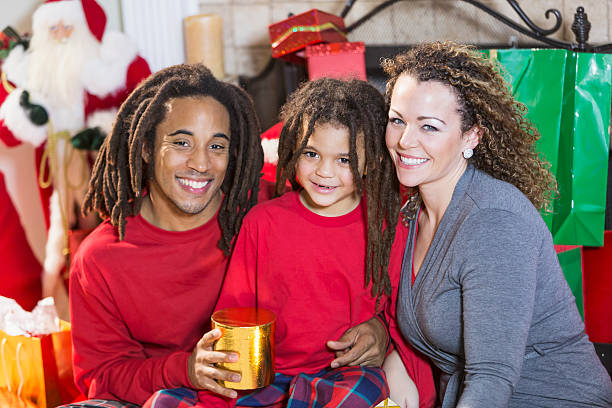 mixed race family celebrating christmas - rote dreads stock-fotos und bilder