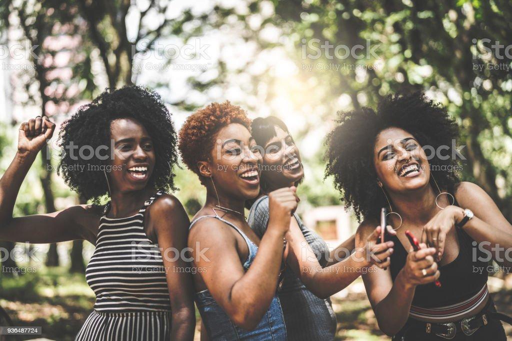 Grupo racial misto que dançar - Foto de stock de Adolescente royalty-free