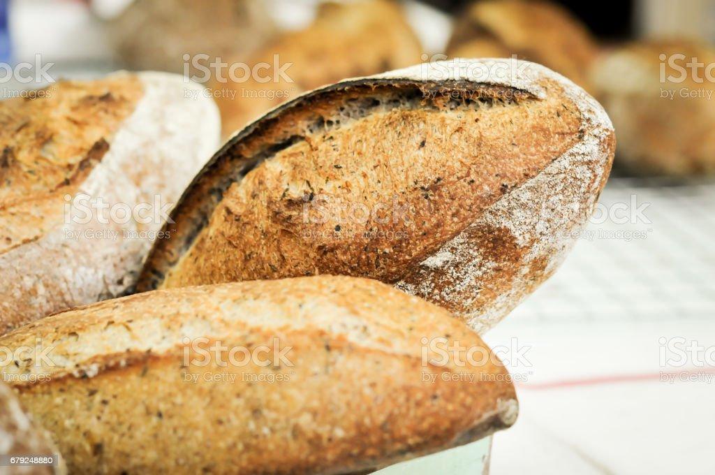 Pain au levain maison à grains entiers mixte blé-seigle photo libre de droits