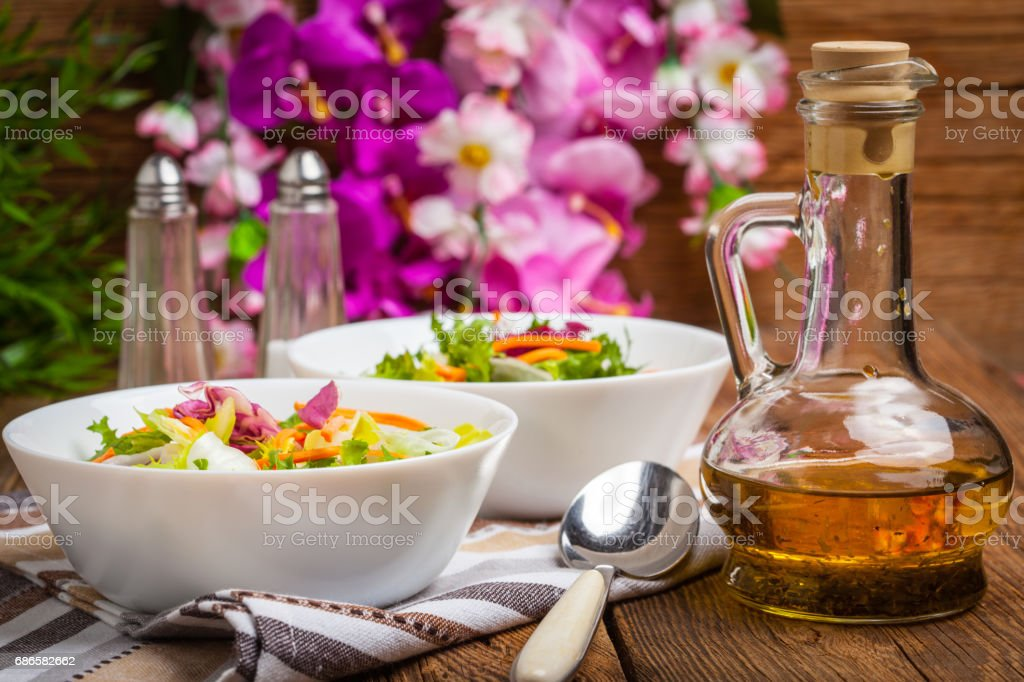 Mixed salad in white bowl. foto stock royalty-free