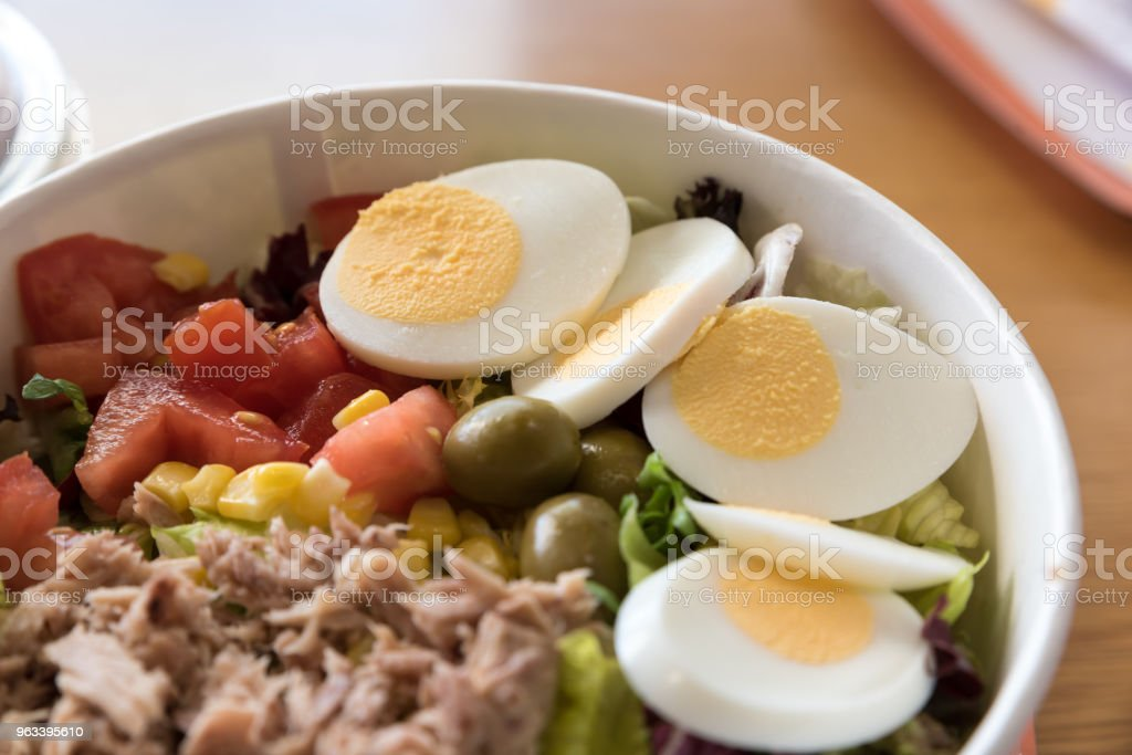 mixed salad with eggs - Zbiór zdjęć royalty-free (Czerwony)