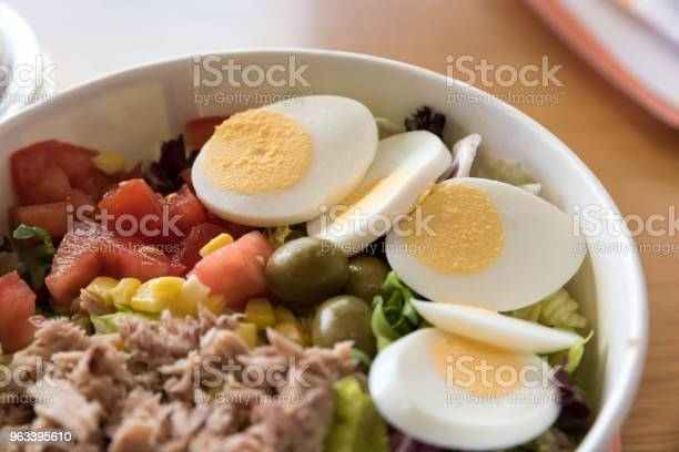 Sałatka Mieszana Z Jajkami - zdjęcia stockowe i więcej obrazów Czerwony