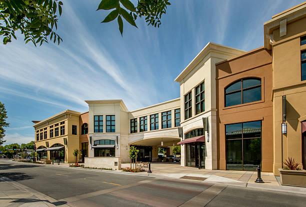 mixte commercial extérieur du bâtiment - centre commercial photos et images de collection