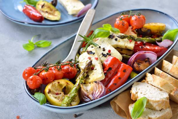 Gemischtes Gemüse mit Feta-Käse – Foto