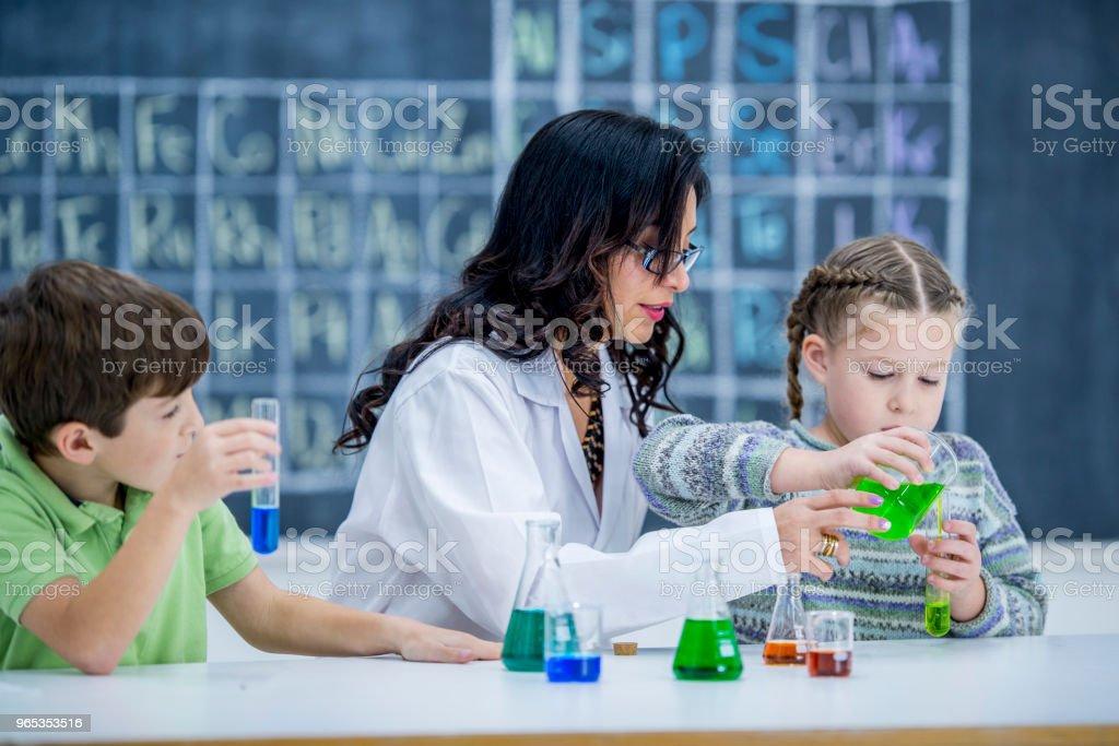 혼합 화학 - 로열티 프리 8-9 살 스톡 사진