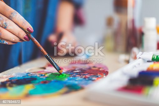 istock Mixing colour for new painting 627934572