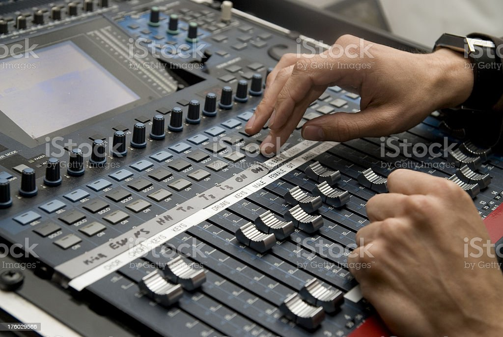 mixing desk - DJ beim mixen royalty-free stock photo