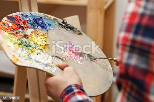 istock Mixing of oil paints 672728504