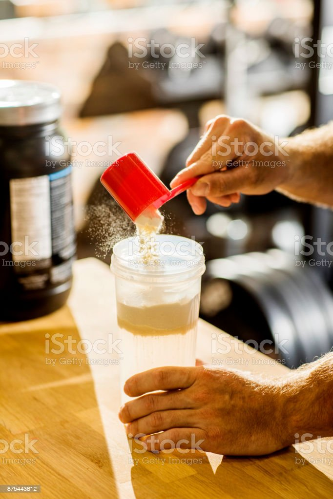 Protein-Shake mischen. – Foto
