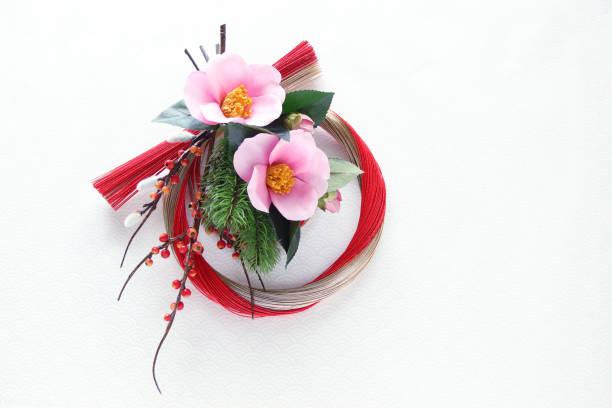 mizuhiki wreath and camellia - мидзухики стоковые фото и изображения