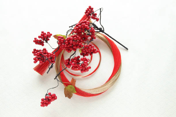 mizuhiki wreath and red seed - мидзухики стоковые фото и изображения