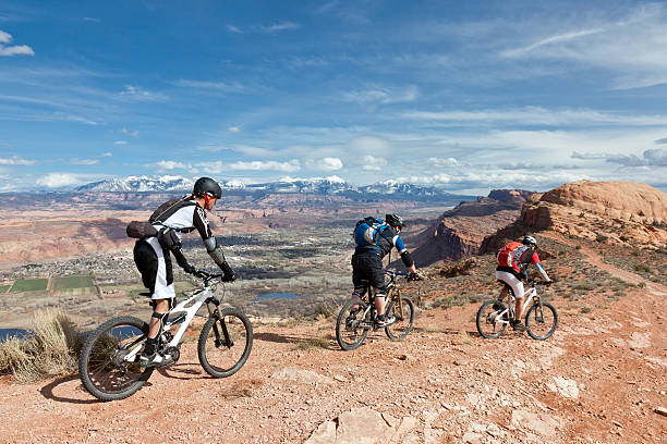 moab scenic biking, utah - moab utah stockfoto's en -beelden