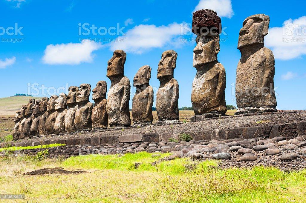 Moai statue, ahu Tongariki, easter island — Stock Photo