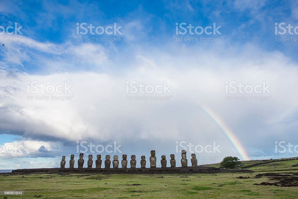 Moais of Easter Island with a beautiful rainbow royaltyfri bildbanksbilder