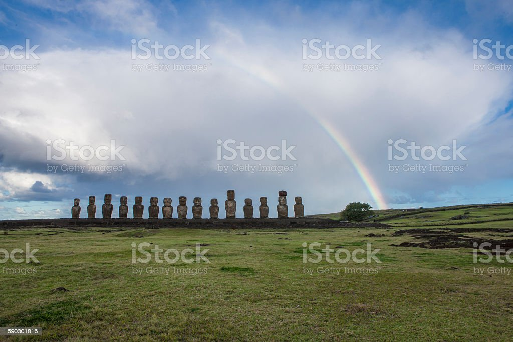 Moais of Easter Island with a beautiful rainbow royaltyfri bildbanksbilder