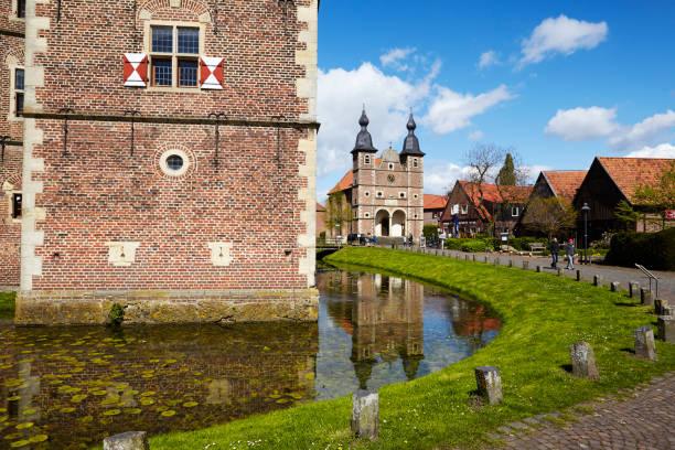 Wasserschloss Raesfeld und Kapelle St. Sebastian – Foto