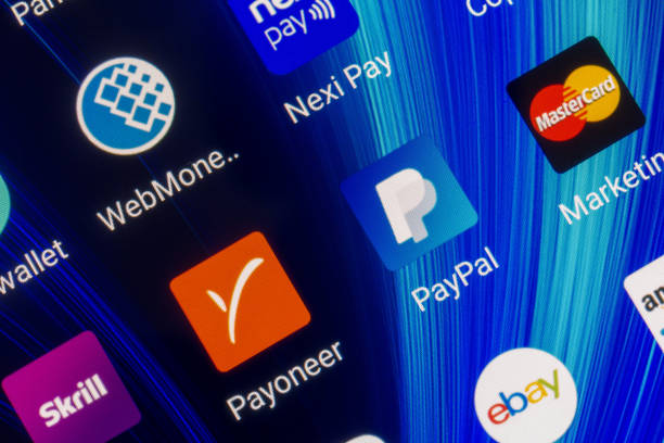 mobile applications of electronic payment systems paypal, payoneer, skrill, webmoney, mastercard on the smartphone screen - paypal foto e immagini stock