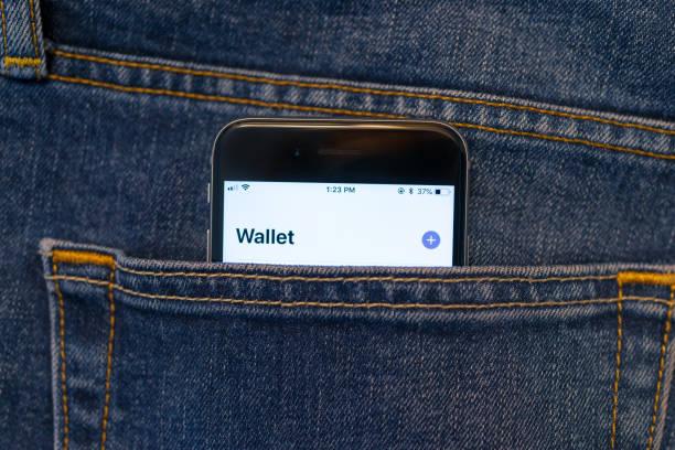 mobile pay - apple computers foto e immagini stock