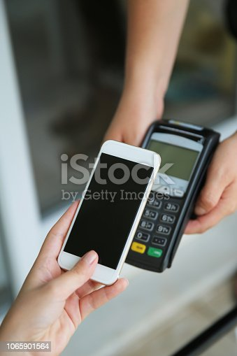 istock Mobile payment 1065901564