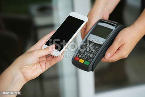 istock Mobile payment 1065901568