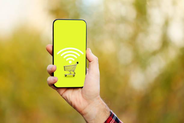 celular ou smartphone com carrinho de compras - mobile - fotografias e filmes do acervo