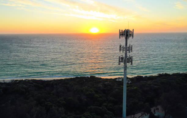mobile phone tower - ripetitore foto e immagini stock