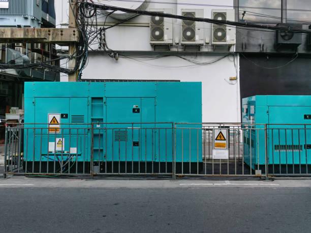 unidad móvil del generador de emergencia de energía eléctrica en el sitio - generadores fotografías e imágenes de stock