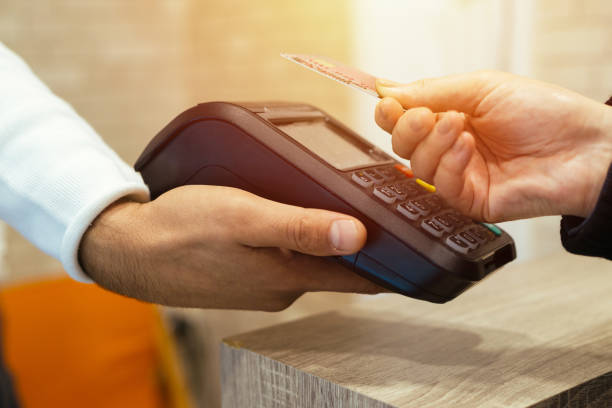 mobile/contactless payment - paying with card contactless imagens e fotografias de stock