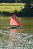 modèle réduit de voilier sur l'eau