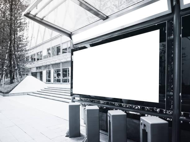 Mock-se estação de autocarros de Banner com estacionamento de bicicletas públicas - foto de acervo