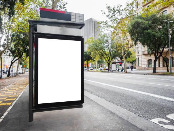 Maquette de modèle de panneau d'affichage au bus Shelter Media rue extérieure dans la ville - Photo
